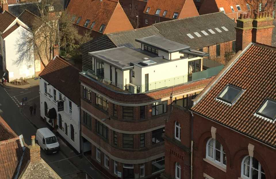 Self-sufficient city penthouse benefitting from renewable heating