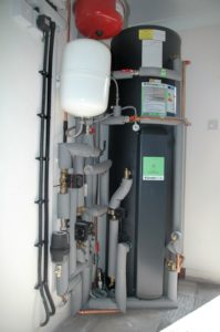Air source heat pump and thermal store